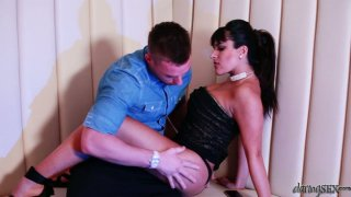 Aphrodisiac Valery Summer strips and gets her wet snatch polished properly